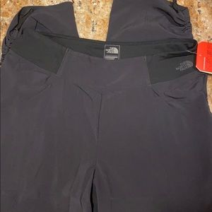 SALE TODAY! NWT The North Face blacks pants size M